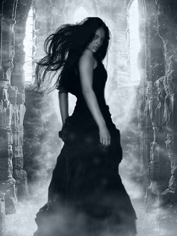 La dama vestida de negro mito